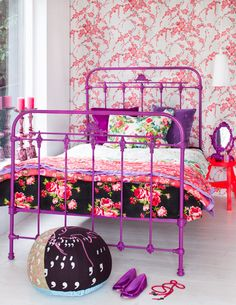That bed frame!!