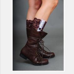 Lace Boot Cuffs Brown and white lace boots cuffs. Lowest prices are listed upfront. No trades. Accessories