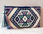 Artículos similares a Bolso de mano en crochet estilo wayuu, clutch de algodón. en Etsy