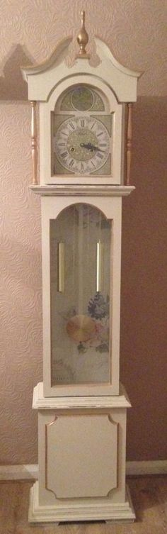 Best classic cars and more! Shabby Chic Clock, Shabby Chic Living Room, Shabby Chic Kitchen, Vintage Shabby Chic, Shabby Chic Furniture, Mantel Clocks, Clock Decor, Recycled Furniture, Painted Furniture