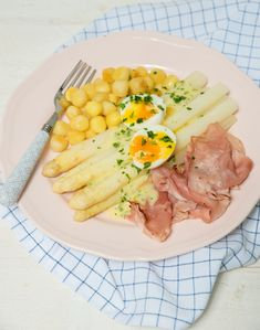 Witte asperges met beenham, krieltjes en aspergesaus Love Food, A Food, Food And Drink, Good Foods To Eat, Food To Make, Kiss The Cook, Dutch Recipes, Tuna, Cobb Salad