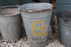 Oude zinken emmer G