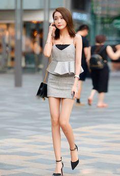 街拍:小香风穿搭很惹眼,就是整容脸看起来好别扭呀! 街拍美腿 第1张-街拍美女网 Cute Asian Girls, Beautiful Asian Girls, Tight Dresses, Girls Dresses, Sheath Dress, Peplum Dress, School Girl Dress, Asian Model Girl, Girls In Mini Skirts