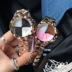 Clock High-Quality Large Watch Rouge water powder face dial Carved shell ladies luxury fashion steel watches quartz-watch What a beautiful image Visit us Fast Fashion, Fashion 2017, Couture Fashion, Trendy Fashion, Fashion Shoes, Luxury Fashion, Fashion Beauty, Fashion Accessories, Fashion Jewelry