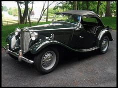 1952 MG TD. Yes, 1952. I didn't believe it when I first saw it, but I checked, and MG was still making a model that looked so 1930s in the early 1950s! I always did love MG!