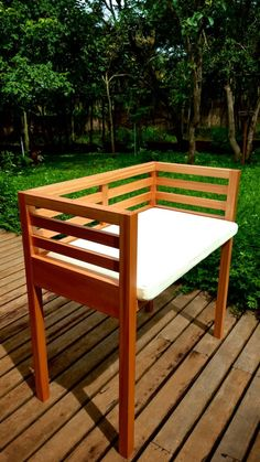 A co-sleeper is a baby bed that attaches to one side of an adult bed. Pallet Garden Furniture, Baby Furniture, Handmade Furniture, Outdoor Furniture, Co Sleeper Crib, Baby Crib Bedding, Baby Cribs, Outdoor Chairs, Outdoor Decor