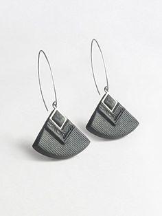 """""""Cléopâtre"""" couleur noire et pailleté argent - boucles d'oreilles pendantes - faits main - métal acier inoxydable anti-allergène"""
