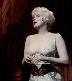 """Marilyn on the set of """"Some Like It Hot,"""" Marilyn Monroe, Becoming An Actress, Some Like It Hot, Norma Jeane, On Set, Actresses, Statue, Videos, Movie"""