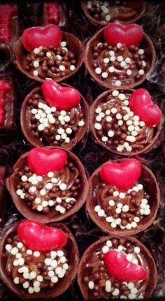 Copinhos de Chocolate com recheio de brigadeiro