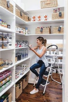 Elements of a Great Modern Country Kitchen Elements of a Great Modern Country Kitchen ~ Beautiful House - Own Kitchen Pantry Pantry Cupboard, Pantry Shelving, Pantry Storage, Storage Cabinets, Kitchen Storage, Kitchen Cabinets, Pantry Closet, Closet Storage, Bedroom Storage