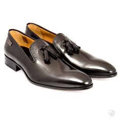 Manufacturing heritage dating back to the Specially hand made buy a select group of cobblers in Portugal. Made with Italian leather Exclusive to Feri Fashion House Italian Men, Italian Leather, Leather Tassel, Cowhide Leather, Microsoft, Derby, Tassel Loafers, Black Heels, Loafers Men