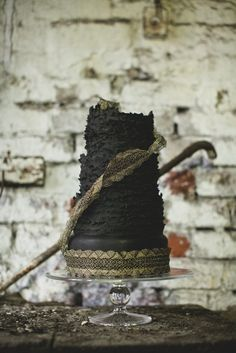 Steel City – A styled shoot from Victoria Made 'Couture Wedding Cakes' Textured Wedding Cakes, Black Wedding Cakes, Cake Wedding, Black Weddings, Wedding Sweets, Cupcakes, Cupcake Cakes, Gothic Wedding, Mod Wedding