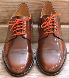 These orange dress shoelaces provide a perfect color accent to your look. @Maxton Men