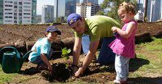 ¿ Quieres ser voluntario ? ¡6 acciones en las que puedes participar! Limpieza de la comunidad Organiza una limpieza de comunidad con la familia o con algun