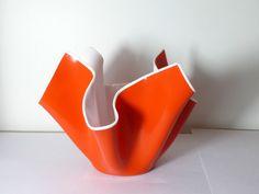 UNUSUAL MILK GLASS LARGE HANDKERCHIEF VASE WITH BLANKET RED SIDES | eBay