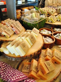 Idea for displaying hors d'oeuvres or favors, etc. at wedding - slices of a tree trunk, stacked at various heights
