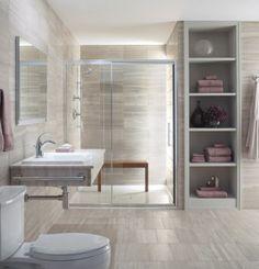 Ruimtelijk gevoel in compacte badkamer. De basis van een goed ingerichte badkamer is een optimale balans tussen de elementen en ruimte.