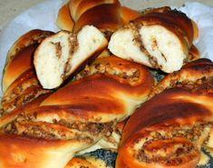 Vrtuľky s orechami a makom (fotorecept) - recept   Varecha.sk Cheesesteak, Bagel, French Toast, Bread, Breakfast, Ethnic Recipes, Food, Basket, Morning Coffee
