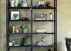 Give Your Rooms Some Spark With These Easy Vintage Industrial Furniture and Design Tips Do you love vintage industrial design and wish that you could turn your home-decorating visions into gorgeous reality? Bookshelf Styling, Ladder Bookcase, Bookcases, Grunge Decor, Design Café, Industrial Design Furniture, Design Typography, Furniture Inspiration, Interior Inspiration