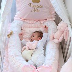 Morning Princess  Baby gnijezdo, personalizirana jastučnica s motivom zlatne krune i imenom princeze,  te posteljina s volanima je savršen set za novorođenče   #luxurybabyfashiondesign #babygnijezdo #babynest #decorativepillow #baby #newbornbaby #princess #luxury #handmade