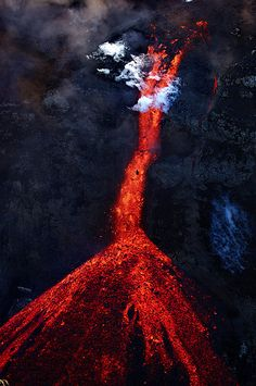 lava and the power of nature reflected in the true nature of colour red. Natural Phenomena, Natural Disasters, Mother Earth, Mother Nature, Volcan Eruption, Beau Site, Lava Flow, Active Volcano, Powerful Images