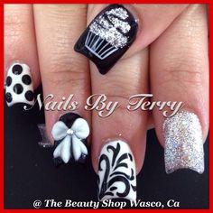 Black-and-white theme birthday nails! Gel nails