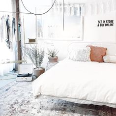 Came. Saw. Want everything!  Obsessed with @urbanoutfitters #uohome space  #interiorinspiration #bedroom by bylisalinh