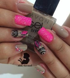 So rarely ever that bright of pink. Adore the contrast. Feather Nail Art, Glitter Nail Art, Ongles Beiges, Nail Art Designs, Dream Catcher Nails, Nails 2018, Nail Decorations, Manicure And Pedicure, Nail Arts