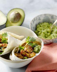 Een lekker Mexicaans geïnspieerde wrap, met pittige kipreepjes en avocadopuree. Een perfecte lunch! Pureed Food Recipes, Healthy Recipes, Avocado Wrap, Bon Ap, Tapas, Food Porn, Good Food, Yummy Food, Comfort Food