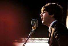 McCartney non aveva ancora 23 anni quando sognò gli accordi di  Yesterday .  Era a casa della famiglia di Jane Asher, la sua ragazza. Al numero 57 di Wimpole Street, una strada di Marylebone, nel centro di Londra. Si svegliò con la melodia in testa, i capelli ancora a caschetto con la frangia spettinata. I Beatles erano già famosi. Corse scalzo al piano di sotto per suonarle e non farle scivolare via...  LEGGI L'ARTICOLO     (a cura di Katia Riccardi)