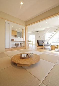 Lowered seating, bright space, neutral colors, light wood etc. Japanese Home Design, Japanese Home Decor, Japanese House, Japan Interior, Home Interior Design, Interior Decorating, Bedroom Minimalist, Minimalist Home, Japanese Dining Table