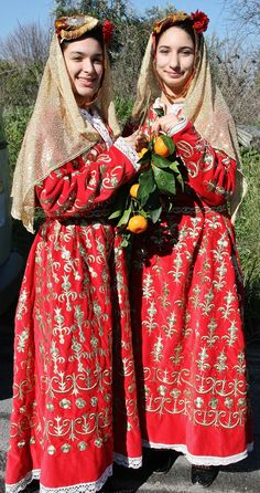 Traditional festive costume from the Bodrum area (Muğla province), with 'bindallı eantari' (embroidered robe). Clothing style: early 20th century. This is a recent workshop-made copy (with machine-made embroideries), as worn by folk dance groups.
