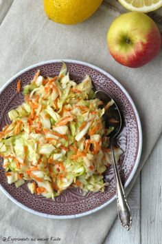 Experiments from my kitchen: cabbage and carrot salad The post Cabbage and carrot salad appeared first on Tasty Recipes. Shrimp Salad Recipes, Easy Salads, Healthy Salad Recipes, Raw Food Recipes, Detox Recipes, Healthy Cooking, Healthy Eating, Grilling Sides, Carrot Salad