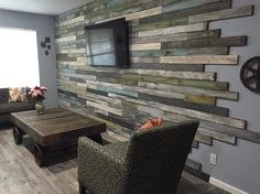 Selbstgemachte möbel Creating your own distressed wood wall and coffee table How Can You Build Your Diy Pallet Wall, Pallet Walls, Pallet Furniture, Wood Walls, Palet Wood Wall, Pallet Tv, Plank Walls, Outdoor Furniture, Style At Home