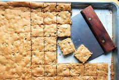 Big batch brownies and bars - Flourish - King Arthur Flour: You've got lots of names on your holiday gift list, but not a whole lot of time. Here's a quick & easy way to make big batch brownies and bars for a crowd. Desserts For A Crowd, Cooking For A Crowd, Food For A Crowd, Easy Desserts, Dessert Recipes, Crowd Recipes, Fruit Dessert, Winter Desserts, Bar Recipes
