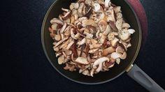 Pilzpfanne: Würzige Shiitake und Kräuterseiltinge ergeben eine köstliche Pilzpfanne - mit einer einfachen Zutat kann diese auch in ein Pilzragout verwandelt werden!