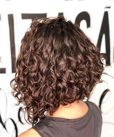 52 ideas for hair cuts cara redonda ondulado is part of Curly hair styles - Curly Hair Cuts, Curly Bob Hairstyles, Short Curly Hair, Wavy Hair, Curly Hair Styles, Natural Hair Styles, Shoulder Length Curly Hair, Short Curls, Modern Bob Haircut