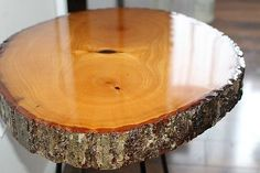 DIY Resin Wood Slice Side Table - Our Crafty Mom. Welcome to the November edition of The Fab Furniture Flippin' Contest. This month is sponsored by ETI. Diy Resin Wood Table, Old Wood Table, Wood Logs, Wood Slab Table, Rustic Log Furniture, Resin Patio Furniture, Refinished Furniture, Diy Wood Projects, Wood Crafts