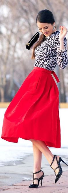 Look on the bright side! Spring is coming in style with this red midi skirt and leopard sweater. Full Skirts, Red Skirts, Long Skirts, Look Fashion, Unique Fashion, Womens Fashion, Party Fashion, Street Fashion, Jw Mode