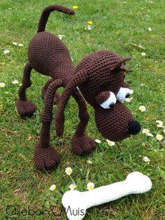 Crochet dog with bone. Handmade by Ollebol & Muis. pattern by Ildikko