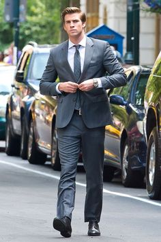 Liam Hemsworth on the set of Paranoia in Philadelphia - Daily Celebrity Photos