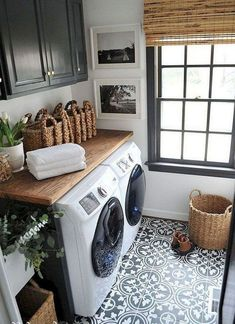 40 Gorgeous Small Laundry Room Design Ideas - Laundry areas, in general, easily end up a place where items are stored, stashed, and procrastinated -- to do later. With small laundry rooms this bec. Rustic Laundry Rooms, Tiny Laundry Rooms, Farmhouse Laundry Room, Laundry Room Design, Laundry Area, Farmhouse Decor, Laundry Decor, Basement Laundry, Laundry Closet