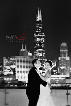 National-Italian-American-Sports-Hall-of-Fame-wedding,-rooftop-skyline-wedding-photos-in-Chicago-(a)
