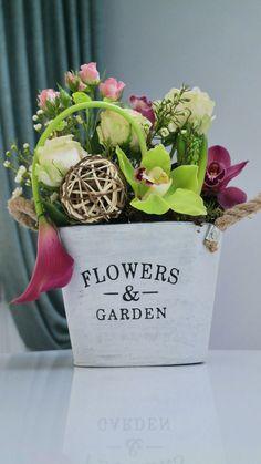 Beautiful flower arrangement in vintage vase Beautiful Flower Arrangements, Beautiful Flowers, Vintage Vases, Gift Baskets, Planter Pots, Concept, Table Decorations, Garden, Sympathy Gift Baskets