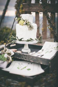 Simple woodsy wedding cake