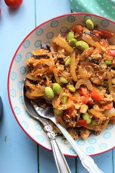 Min yndlings tofuscramble med aubergine og edamamebønner