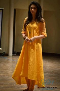 Plain, long kurta. Loved the  little accessories.