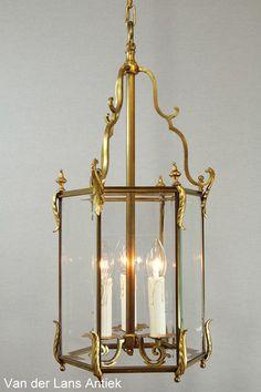 Klassieke lantaarn 26297 bij Van der Lans Antiek. Meer antieke lampen op www.lansantiek.com