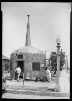 The Oil Can Restaurant on Whittier Boulevard in Montebello, California (1928). Via the USC Digital Archive-Dick Whittington Photography Collection