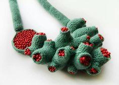 украшение крючком, нашла на Knitting Relay